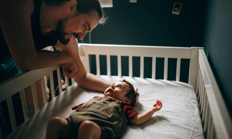 Bébé qui pleure ? Comment le calmer ?