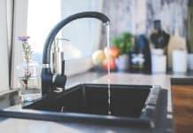 Débouchage de canalisations à Louvres : pourquoi faire intervenir un plombier ?