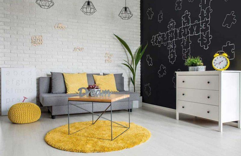 Quelle couleur de tapis avec un canapé gris?