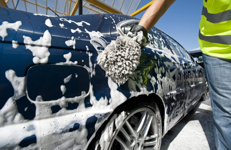 Lavage voiture: tout ce qu'il faut savoir pour bien entretenir sa carrosserie