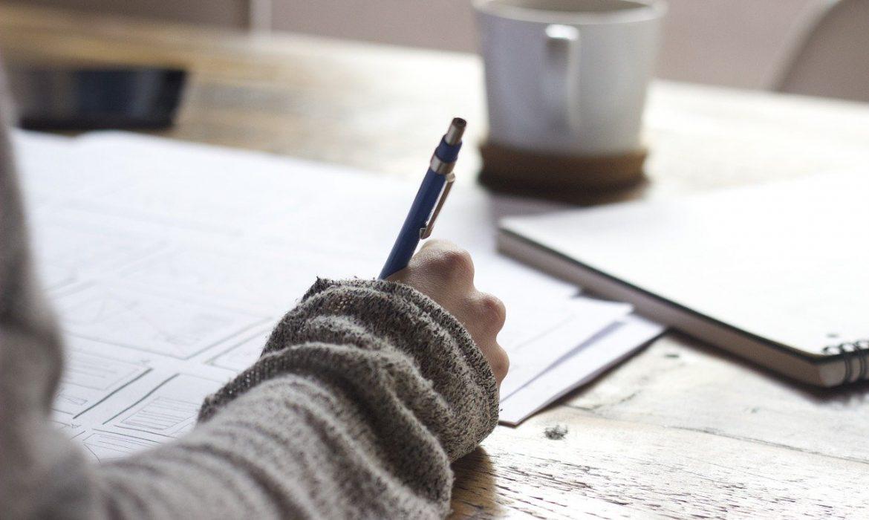 Comment aider l'enfant à bien écrire?